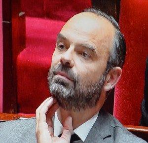 Edouard Philippe écoute Mélenchon
